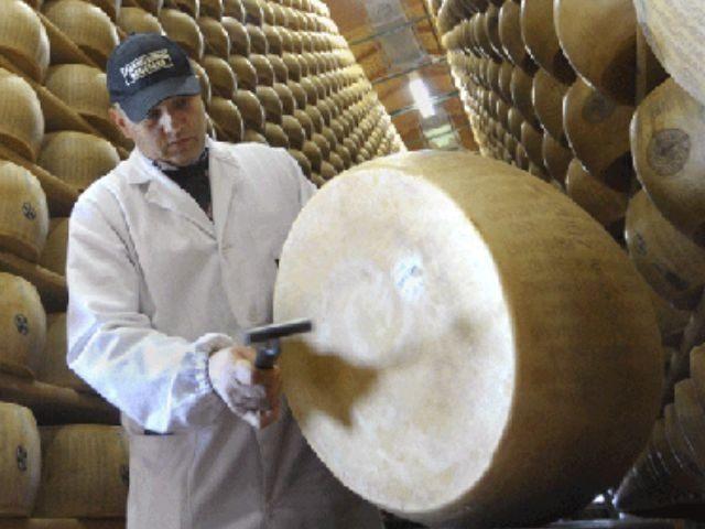 Parmigiano-Reggiano-cheese-AP
