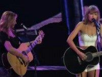 Watch: Taylor Swift, Lisa Kudrow Perform 'Smelly Cat' at LA LIVE