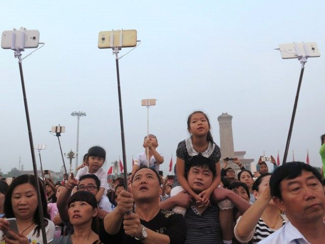 Selfie crowd in China (ChinaFotoPress / Getty)