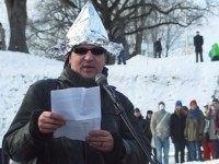 Tin foil hat (Raigo Pajula / AFP / Getty)