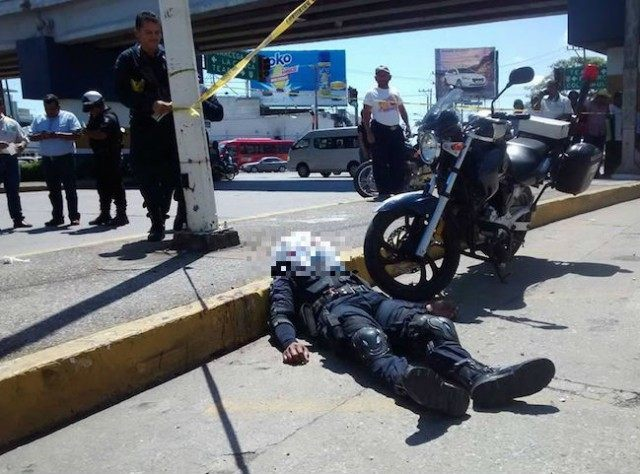 injured cop mexico