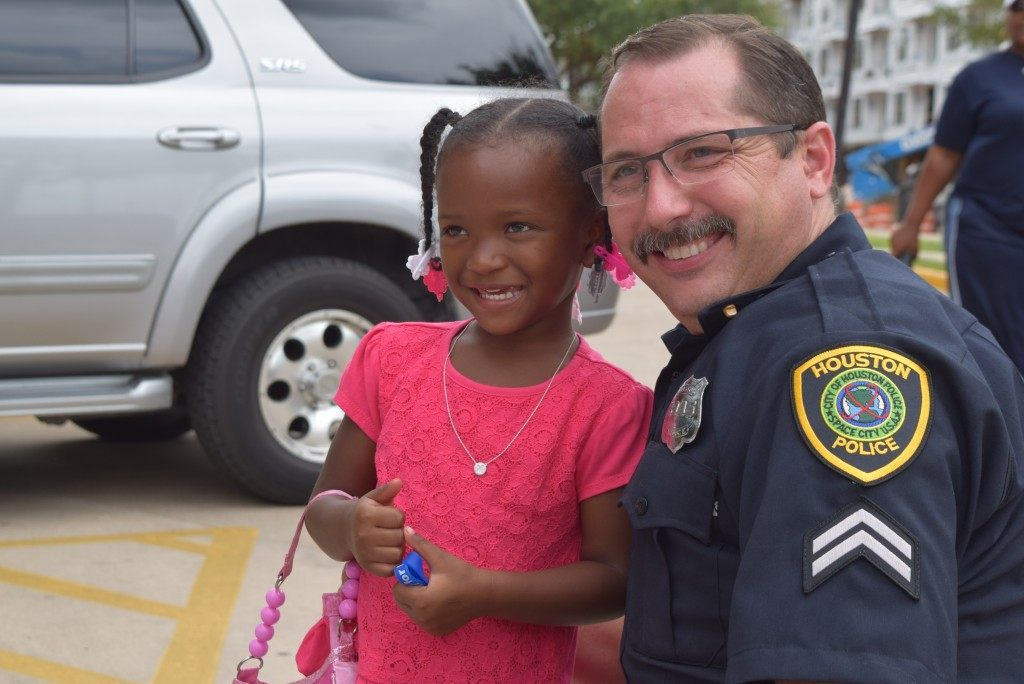 Even little girls are coming out to pray for our police. (Photo: Breitbart Texas/Bob Price)