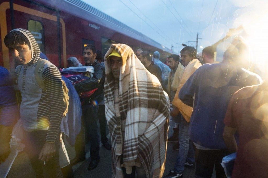 Migrants board a train Nickelsdorf (JOE KLAMAR/AFP/Getty Images)
