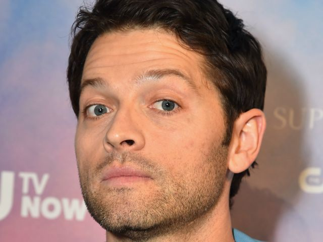 cw actor trolls donald trump with fake linkedin profile