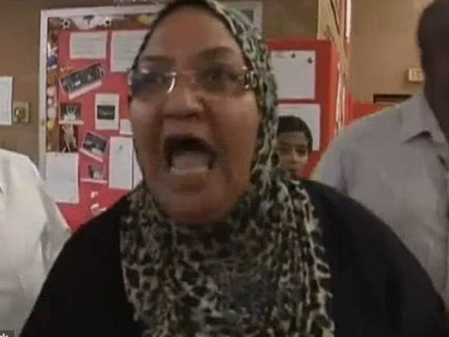 Angry Muslim woman protests in New Jersey at school board meeting
