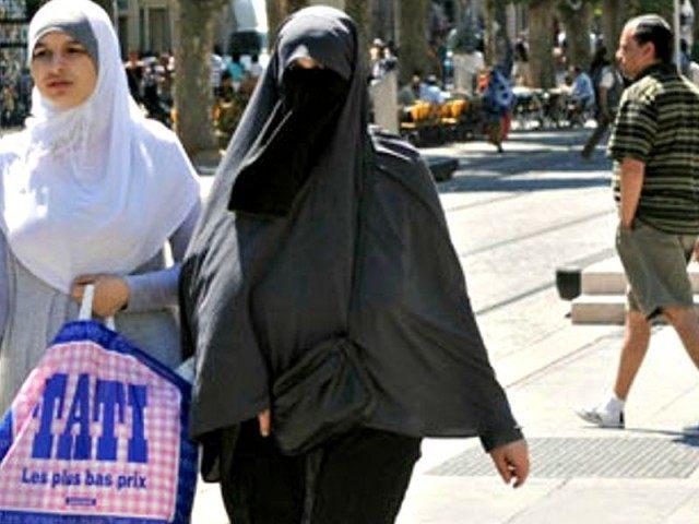 Muslim-women-in-Marseille-002