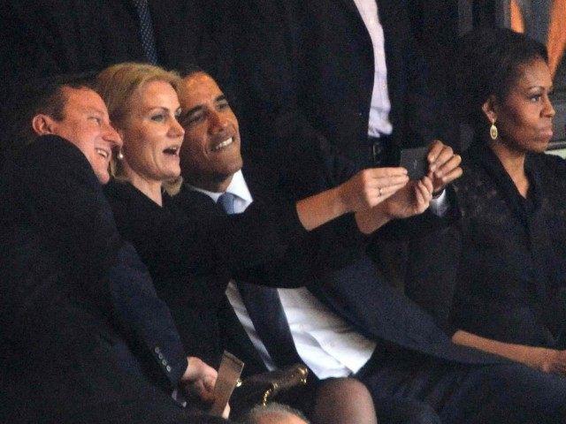 Obama Selfie (Roberto Schmidt / AFP / Getty)