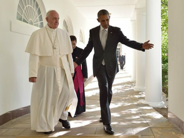 Barack Obama and Pope Francis walk through the Colonnade on their way to a bilateral meeting in the Oval Office of the White House on September 23, 2015 in Washington, DC. AFP PHOTO/MANDEL NGAN (Photo credit should read