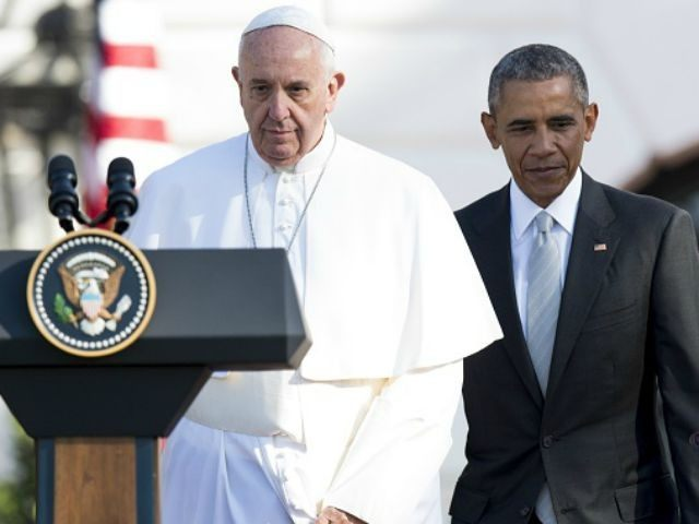 Barack Obama and Pope Francis during an arrival ceremony on the South Lawn of the White House in Washington, DC, September 23, 2015. More than 15,000 people packed the South Lawn for a full ceremonial welcome on Pope Francis' historic maiden visit to the United States. AFP PHOTO / JIM …