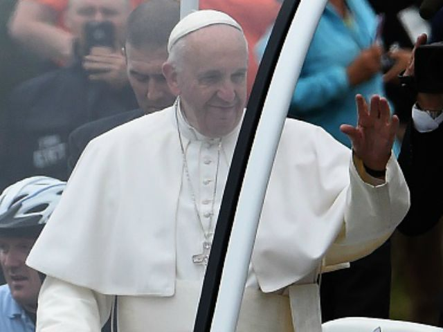 Pope Francis waves during a parade en route to an open-air Mass on the Benjamin Franklin Parkway in Philadelphia, Pennsylvania, on September 27, 2015. AFP PHOTO / JEWEL SAMAD (Photo credit should read