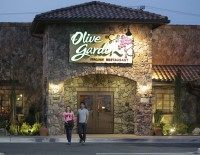 Missouri Olive Garden Refused Service to Uniformed Officer for Carrying Gun–on His Birthday