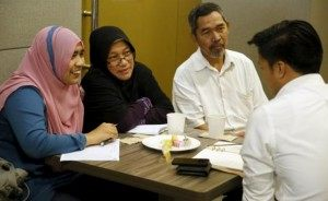 Siti, 29, with her parents Zabidah and Jamali, (L-R), attends Halal Speed Dating, a matchmaking event, in Kuala Lumpur, Malaysia October 3, 2015. (REUTERS/OLIVIA HARRIS)