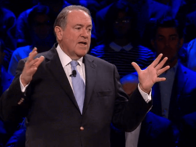 Huckabee: Obama 'Thinks Our Greatest Threat is a Sunburn, Not a Beheading'