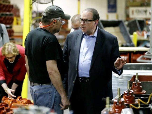 Mike Huckabee toured the Clow Valve plant in Oskaloosa, Iowa, on Wednesday.