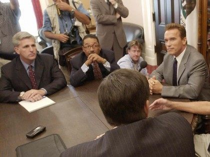 Kevin McCarthy and Arnold Schwarzenegger (AFP / Getty)