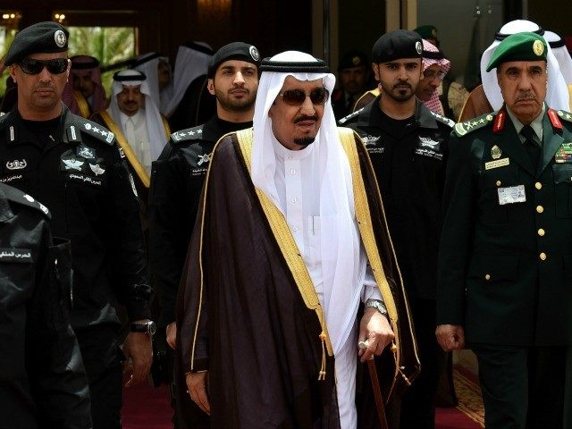 Saudi King Salman bin Abdulaziz (C) walks surrounded by security officers to receive Bahraini King Hamad bin Isa al-Khalifa (unseen) upon the latter's arrival in Riyadh to attend the Gulf Cooperation Council (GCC) summit on May 5, 2015.