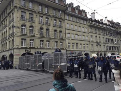 pro-migrant protest