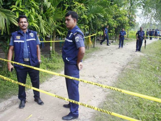bangladesh-police-at-scene-of-isis-shooting-AFP