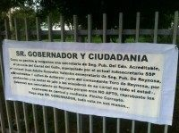 Banner hung by Los Zetas that claims one of the top cops in Tamaulipas received money from the Gulf Cartel