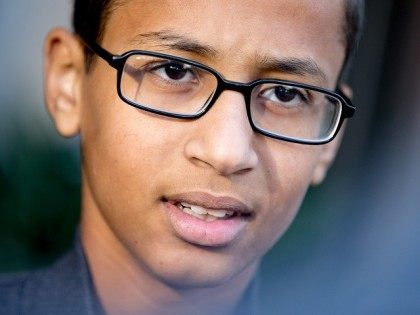 Richard Dawkins Compares 'Clock Boy' Ahmed to Islamic State Child Soldier