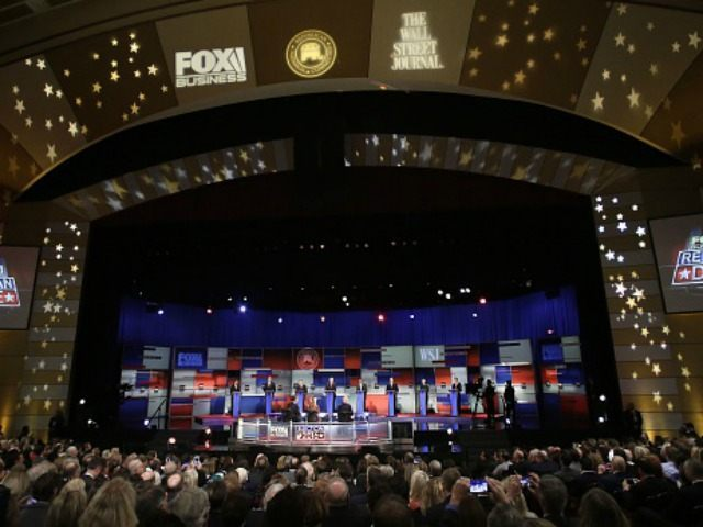 John Kasich, Jeb Bush, Marco Rubio, Donald Trump, Ben Carson, Ted Cruz, Carly Fiorina and Rand Paul stand on stage during the Republican Presidential Debate hosted by Fox Business and The Wall Street Journal November 10, 2015 in Milwaukee, Wisconsin.AFP PHOTO / JOSHUA LOTT (Photo credit should read