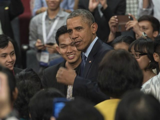 Barack Obama arrives during a town hall with Young Southeast Asia Leaders Initiative (YSEALI) at Taylor's University in Kuala Lumpur on November 20, 2015. US President Barack Obama arrived in Malaysia to attend the 27th Association of South East Asian Nations (ASEAN) Summit being held from November 18-22. AFP PHOTO …
