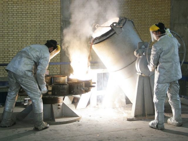 Technicians work at a uranium processing site in Isfahan 340 km (211 miles) south of the Iranian capital Tehran, March 30, 2005. France, Britain and Germany are considering letting Iran keep nuclear technology that could be used to make bombs, an apparent move towards a compromise with Tehran, diplomats said on Wednesday