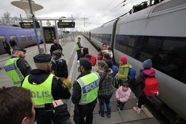 sweden closes borders