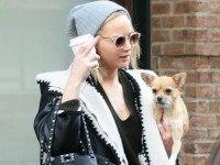 GRATITUDE: J-Law Flips the Bird on Thanksgiving