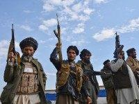 Afghan-militia-stand-guard-ap
