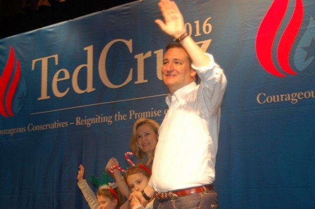 Ted Cruz and family at Daphne, AL rally, 12/19/15