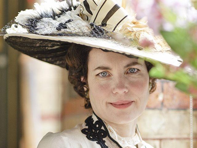 Elizabeth-McGovern-Downton-Abbey-5-PBS