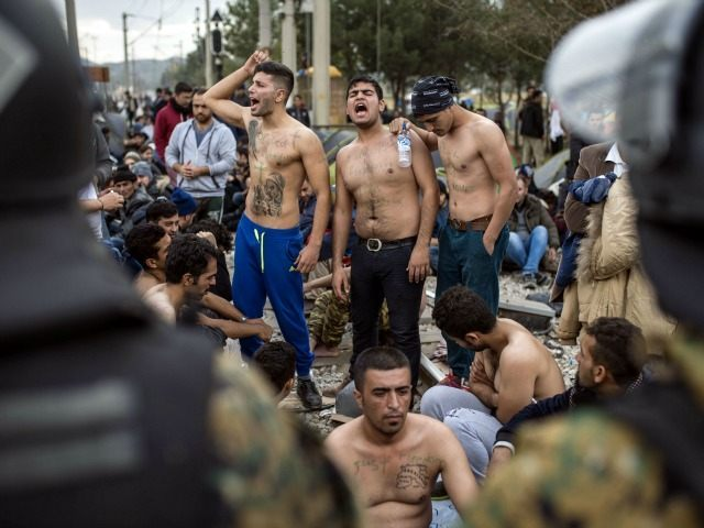 GettyImages-498263950 shirtless migrants