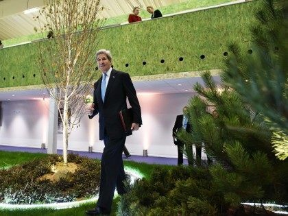 FRANCE-US-CLIMATE-WARMING-COP21-KERRY