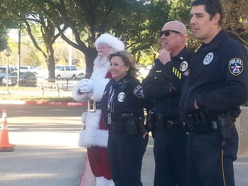 Irving PD and Santa (L to R) Santa, Officer Pope, Captain  Goff and spokesman James McLellan. (Breitbart Texas Photo/Merrill Hope)