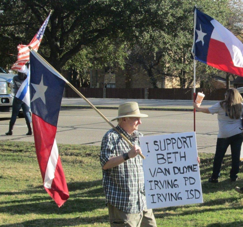 "Irving Christman event ""I support Beth Van Duyne"" sign. (Breitbart Texas Photo/Merrill Hope)"