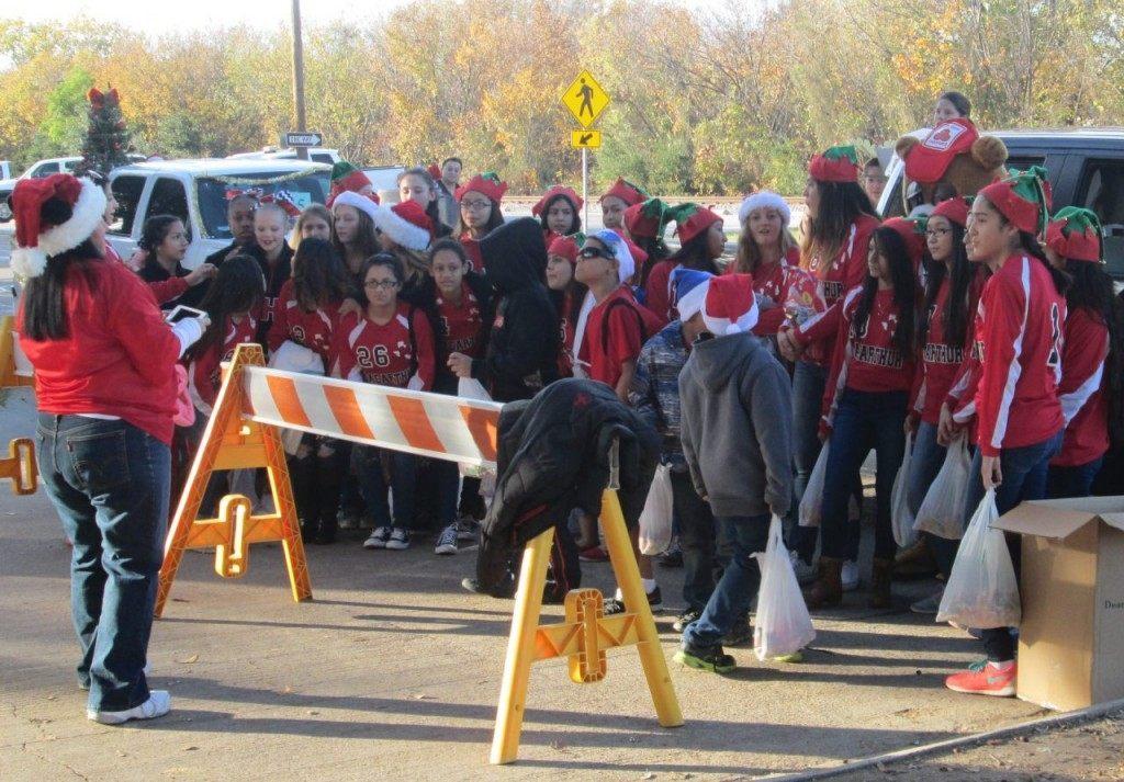 MacArthur High School Students at Irving Christmas Parade. (Breitbart Texas Photo/Merrill Hope)