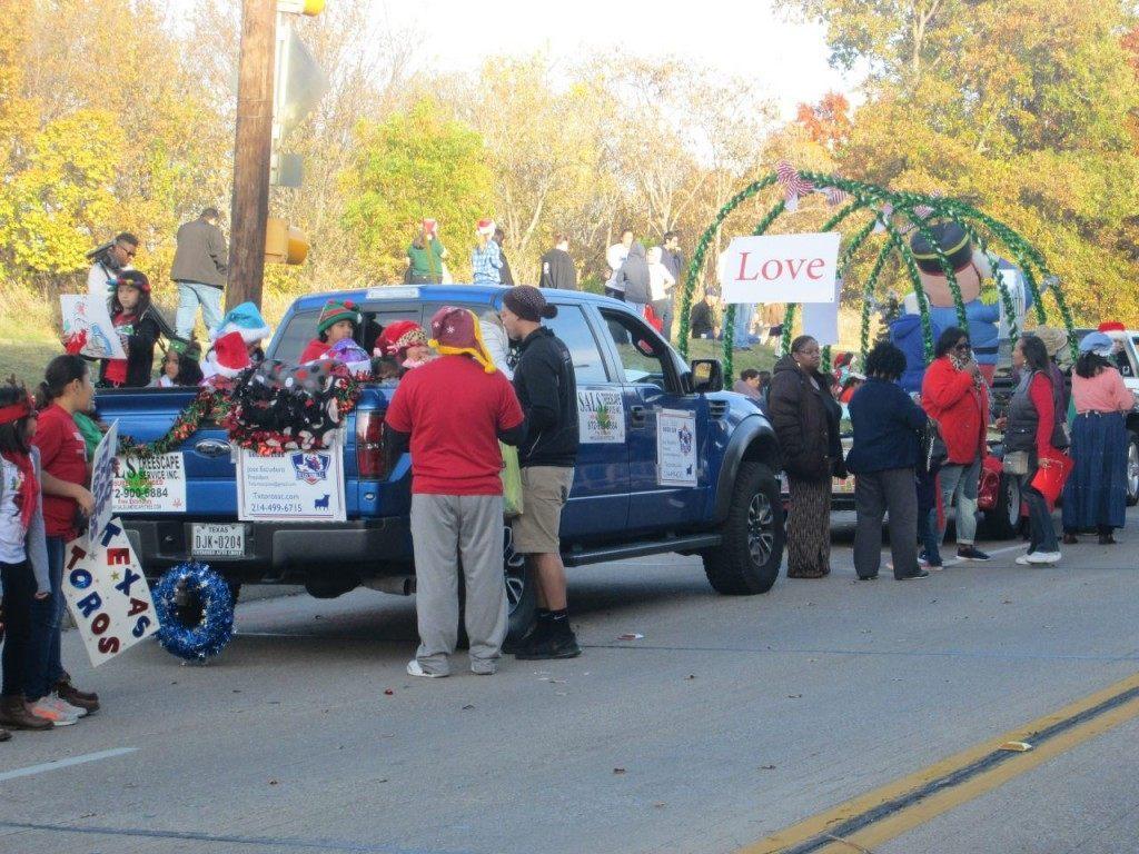 Irving resident prepare for Christmas parade. (Breitbart Texas Photo by Merrill Hope)