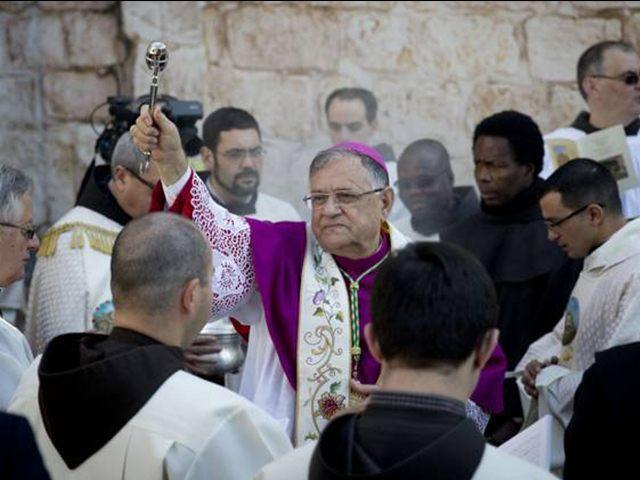 Jerusalem-Latin-Patriarch-Christmas-Eve-Bethlehem-Church-of-Nativity-2015-AP