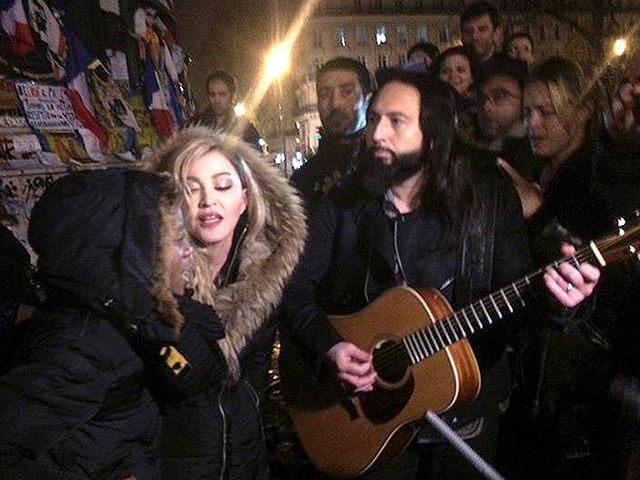 Madonna-Street-Performance-Paris-Twitter