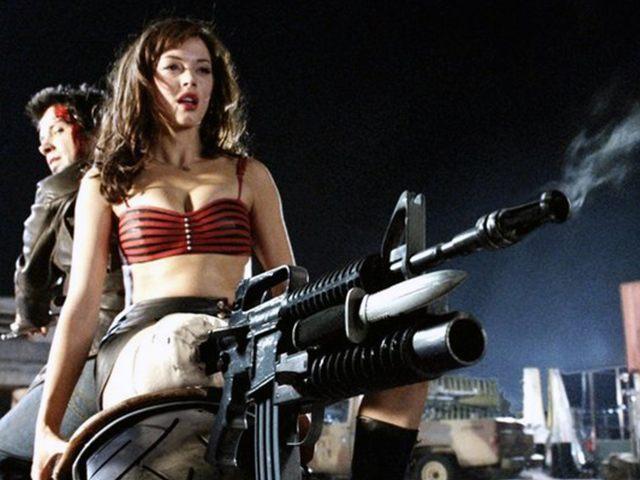 Rose-McGowan-gun