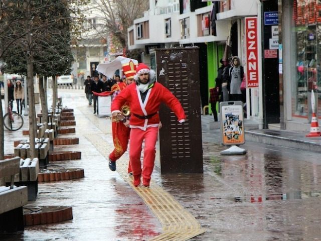 Watch: Santa Claus Converts to Islam on Streets of Turkey