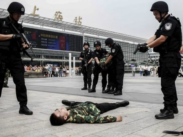 police anti-terrorism exercise in China (REUTERS/STRINGER)