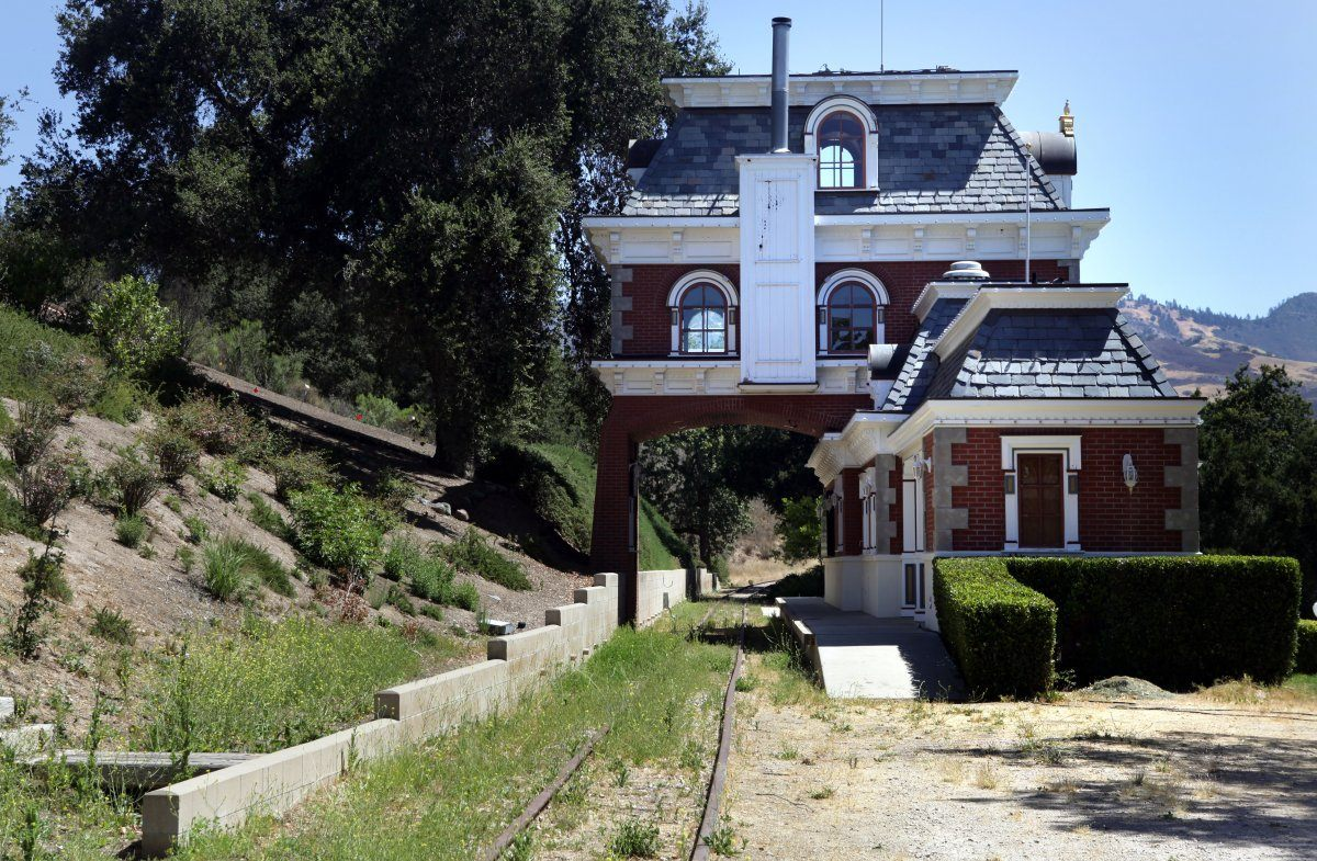 Michael jackson 39 s neverland ranch on sale for 100m for Michael jackson house for sale