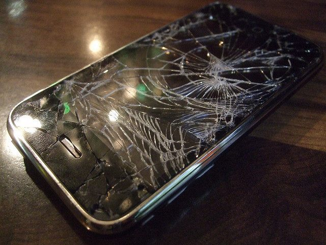 Broken iPhone (Andrew Mager / Flickr / CC)