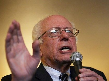 Sanders Flirts With History in Quest to be First Jewish Victor in US primary