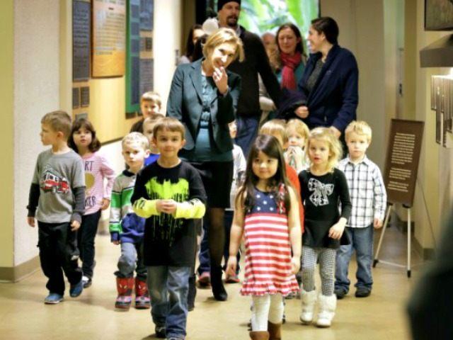 Carly Fiorina with children in Iowa APCHARLIE NEIBERGALL