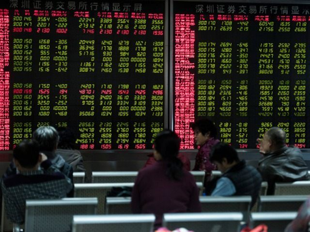 Investors look at screens showing stock market movements at a securities company in Beijing on January 5, 2016. AFP PHOTO / FRED DUFOUR / AFP / FRED DUFOUR (Photo credit should read
