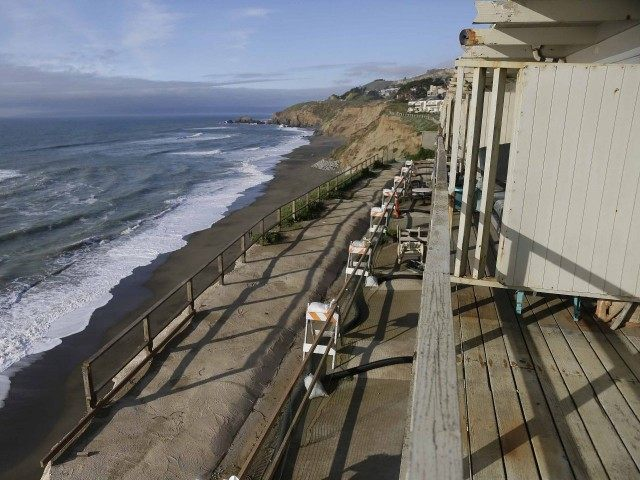 Pacifica El Niño (Eric Risberg / Associated Press)