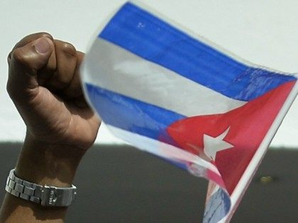 PANAMA, Panama City : Cuba's supporters shout slogans outside the hotel where a press conference of Cuban dissidents took place in Panama on April 8, 2015, days before the opening of the VII Summit of the Americas which starts next April 10 and 11, in Panama City. AFP PHOTO / …